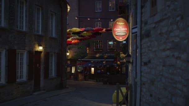 Rue du Cul de Sac za soumraku