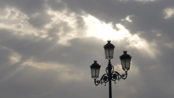 Sluneční paprsky skrz mraky