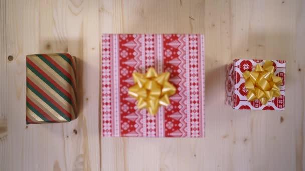 Ruční zdobení dárkové krabice