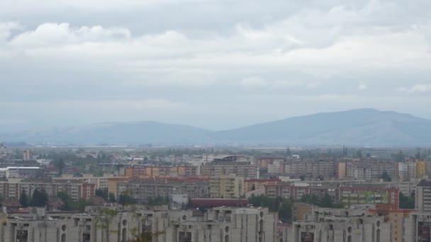 Pohled vpravo na město Brašov