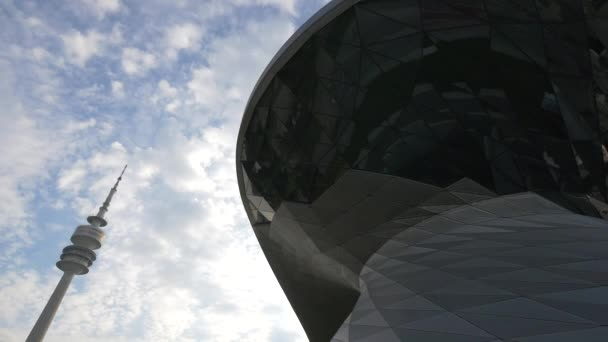 Olympijská věž a BMW Welt