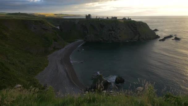 A Dunnottar kastély és a sziklás part