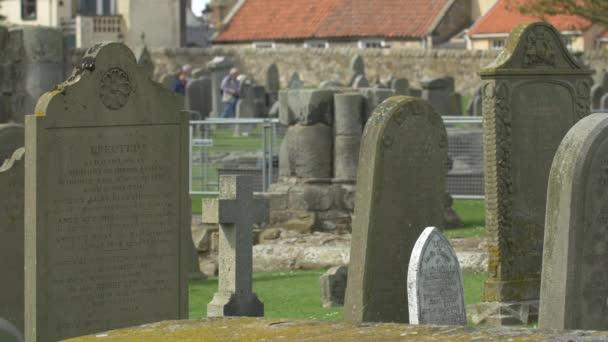 Náhrobky na hřbitově