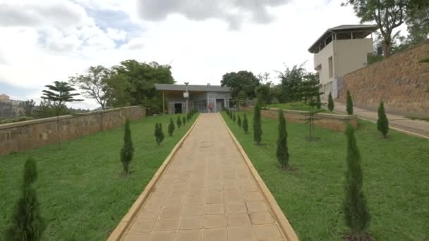 Ulička vedoucí k památníku Kigali