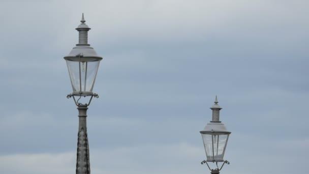 Zavřít sloupky lamp