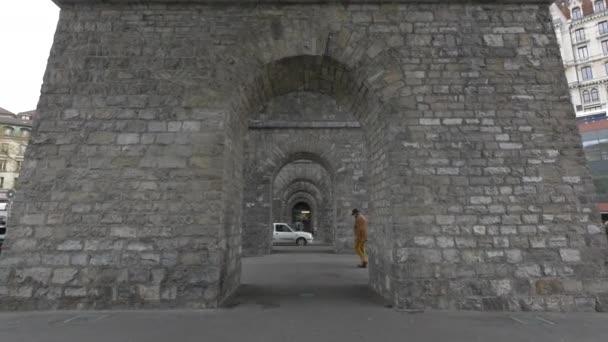 Procházka pod mostem Rue du Grand Pont