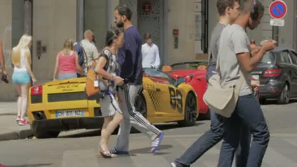 Lamborghini a Ferrari na ulici