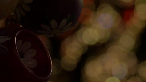 Ručně malované vánoční míče v noci