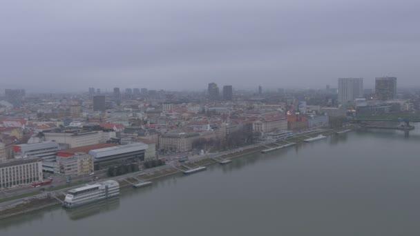 Bratislava v zamračený den