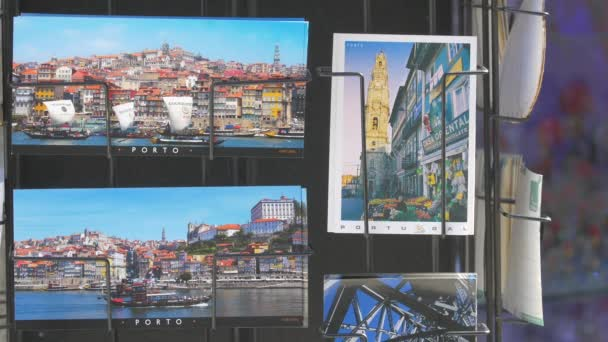 Pouliční stánek s pohlednicemi z Porta