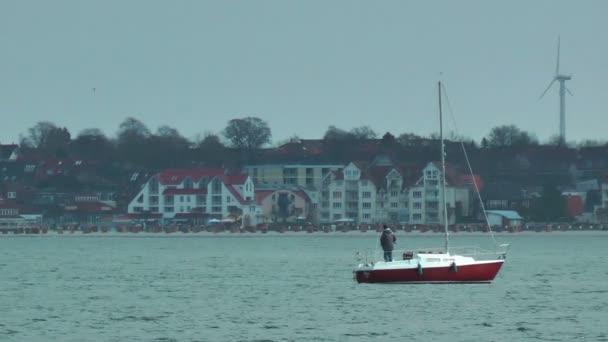 Vitorlás Yacht és szélmalom