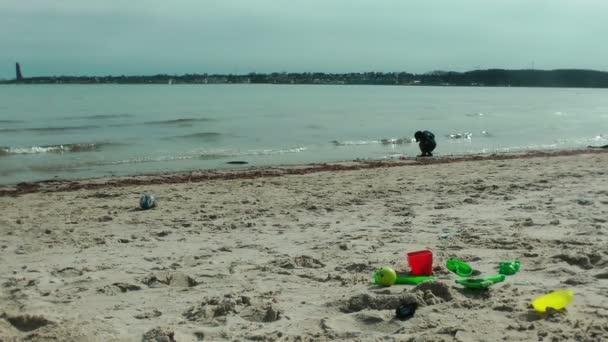 malý chlapec na pláži