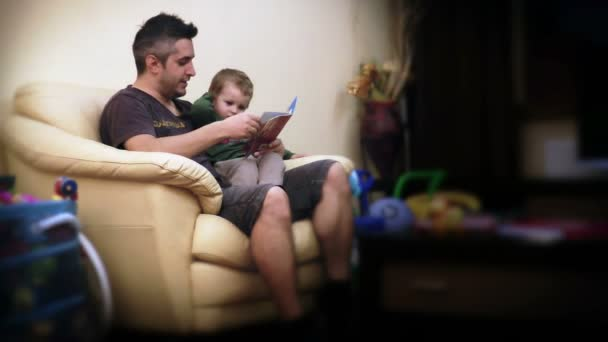 Otec a chlapec čtení příběhů