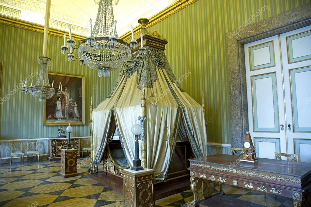 Camera da letto joachim murat nella reggia di caserta for 2 piani di camera da letto
