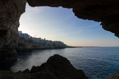 Polignano a Mare: coast sea view from inside a cave