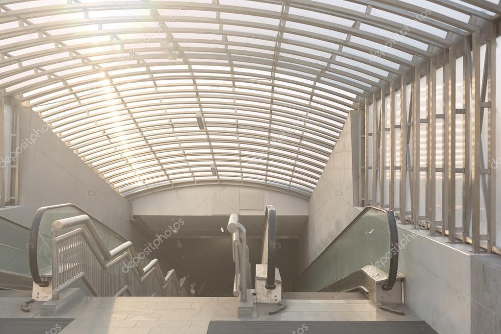 Brede hoekige weergave perspectief roltrappen trap binnen conte