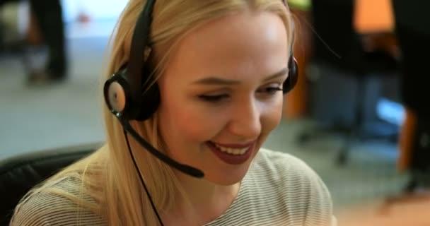 zástupce oddělení služeb zákazníkům žena