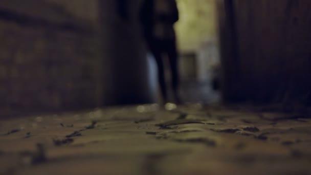 allein in der Dunkelheit wandeln