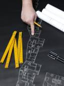 Photo Business man draw buildings and present his architectural projec