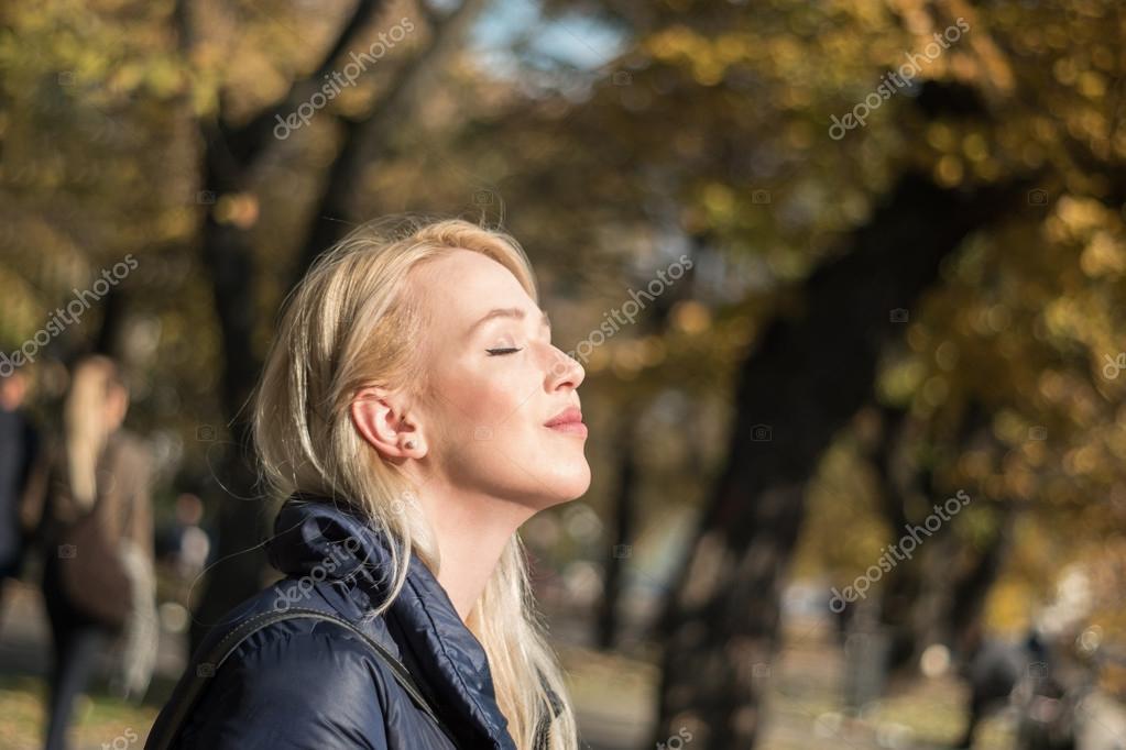 Close-up lifestyle image of sensual woman,natural beauty,no cosm