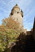 Der Adolfsturm überlebt als Teil der größeren Burg Friedberg. Der Turm wird Butterfassturm genannt Friedberg in der Wetterau, Hessen, Deutschland