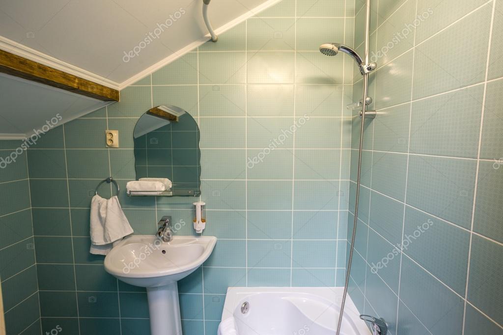 Toilet Met Douche : Badkamer met wastafel toilet en douche bad