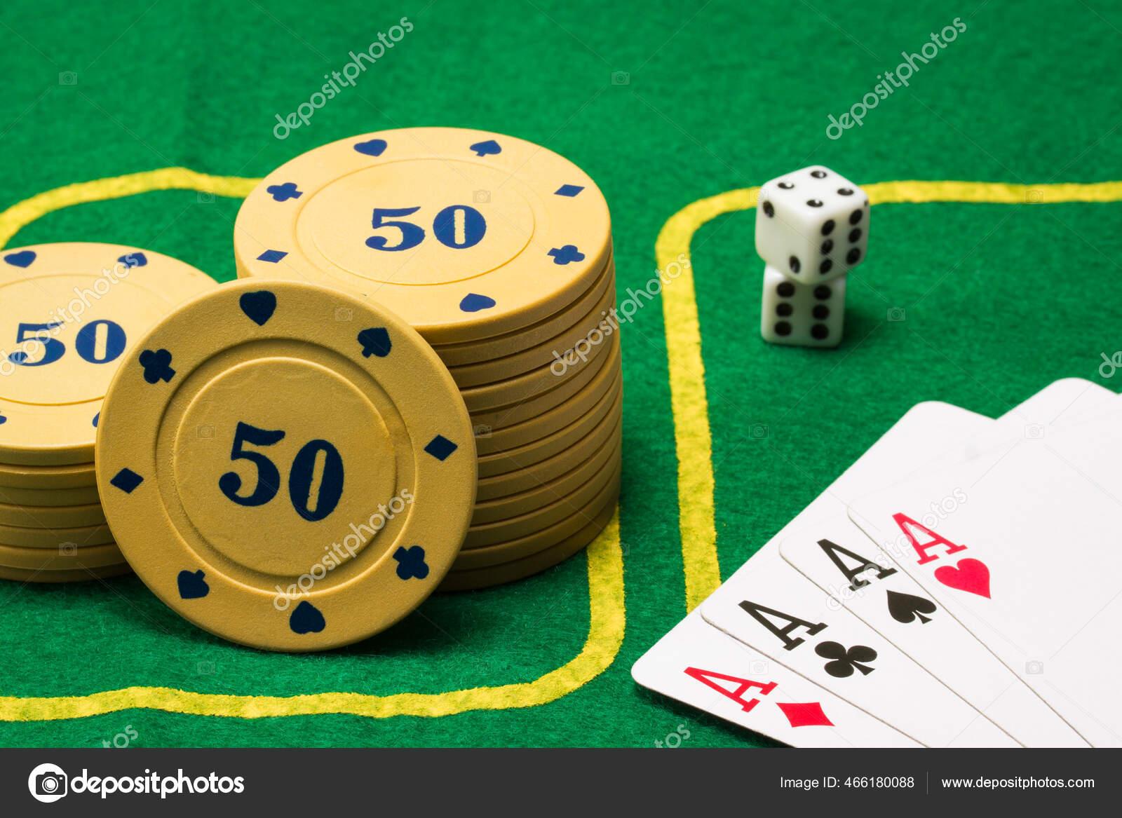 Chip Poker Dadu Dan Empat Objek Untuk Papan Permainan Populer — Stok Foto ©  nesterovoleg129 #466180088
