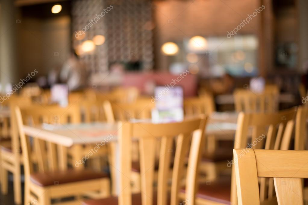 Schöne Holztische unschärfe hintergrund eine schöne holztische im restaurant