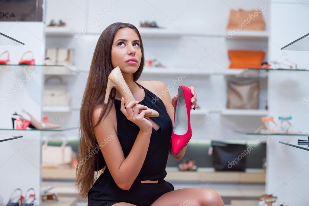 Девушки в обувных магазинах видео фото 482-751