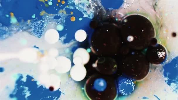 Tintenblasen im Wasser