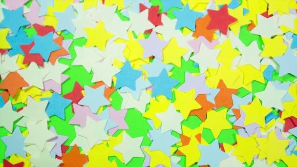 Pestrobarevné hvězdy ve tvaru na zelené obrazovce