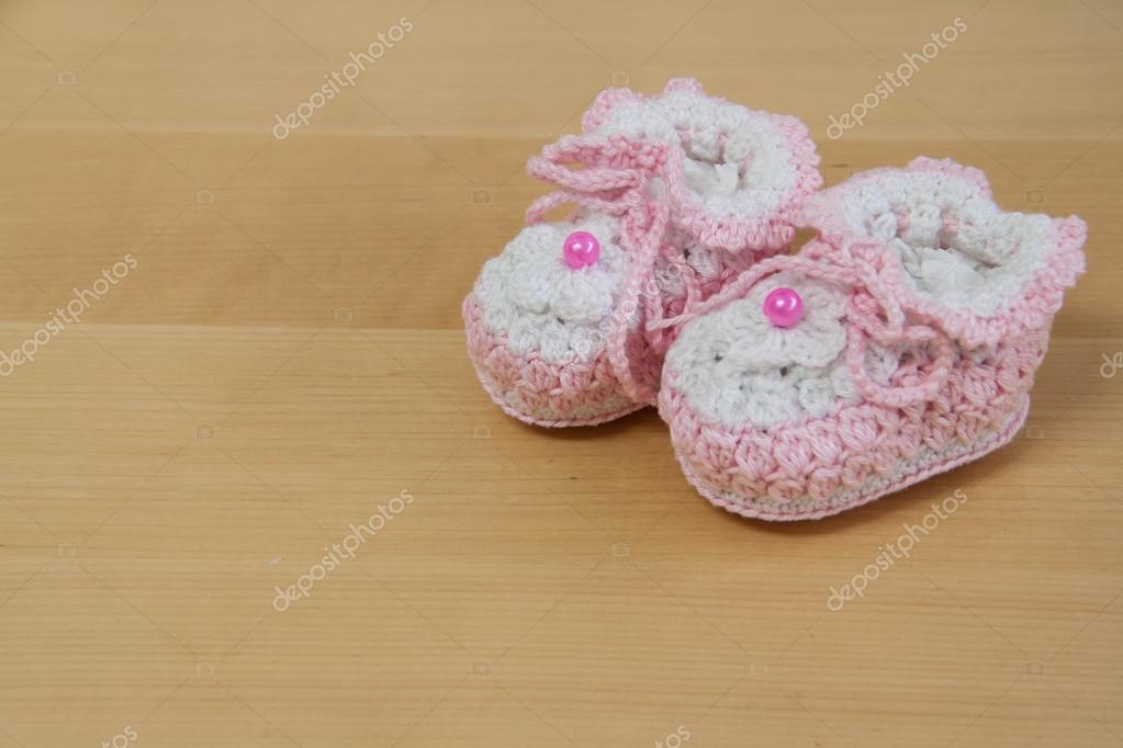 Haak Baby Slofjes Op Hout Stockfoto Adelmiki 96671152