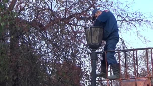 Elektrikář opravit světla. Trvalá ondulace Russia.2015 září 17