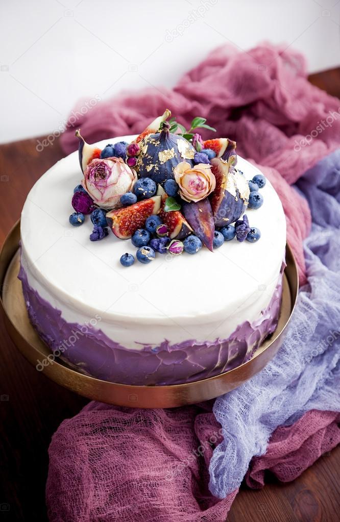 Dekorierte Kuchen Heidelbeeren Stockfoto C Antonina Latayko Gmail