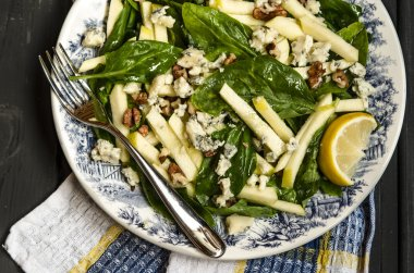 Spinach salad with apples blue cheese and walnuts