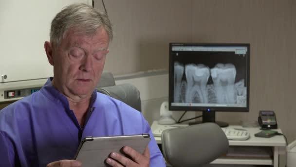 Zahnarzt sagt Tablettenröntgen