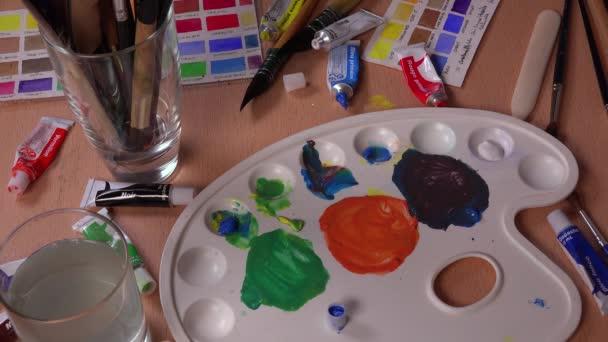 míchání ve středu palety barev