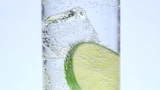 sklo, LED, citron a indické tonikum