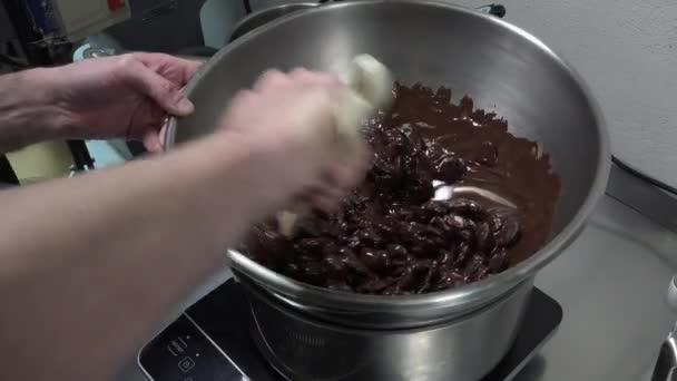 Preparation of a Yule log, pear and praline