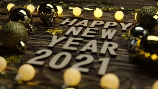 Nový rok 2021 na dřevěném stole. Pozadí nových let se změnou zaměření.