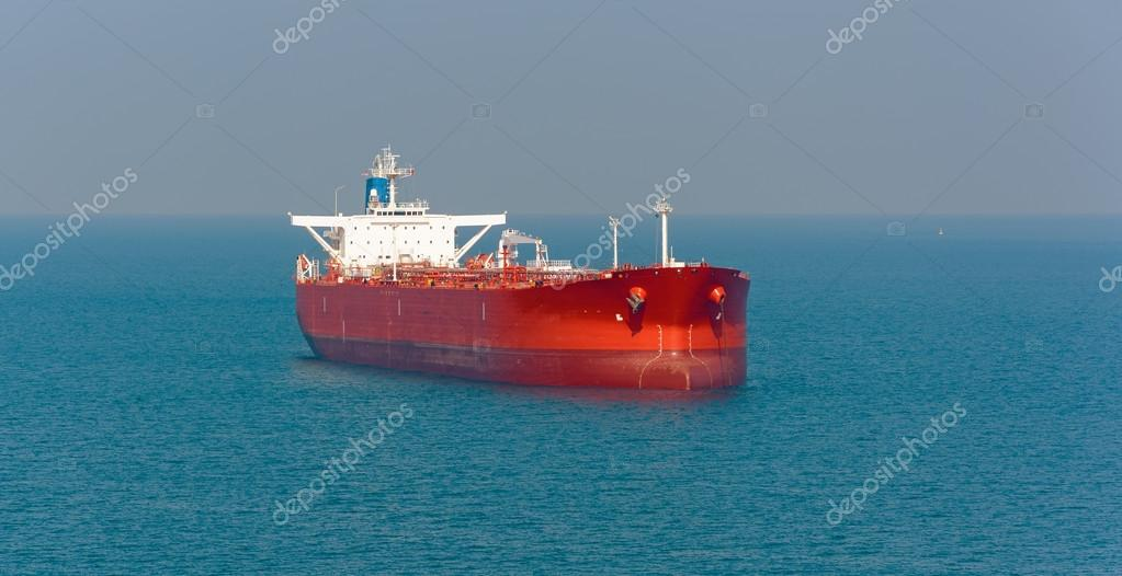 Tanker at anchor in the Strait of Singapore — Stock Photo © Igor-SPb