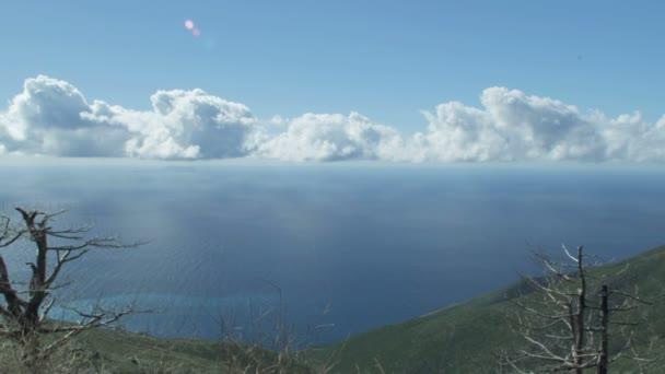 Panoramatický pohled na krásné pobřeží
