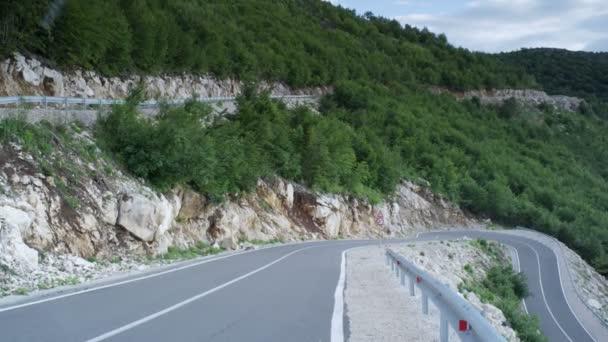 Klikaté horské silnici