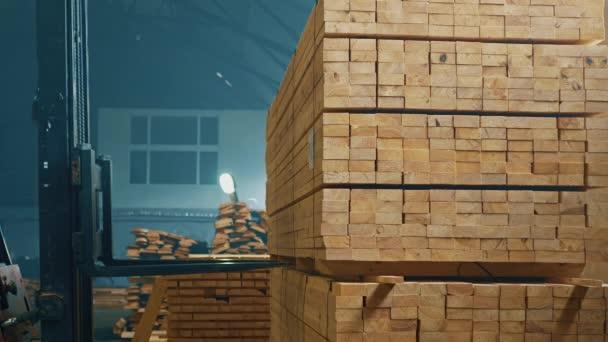 Nákladní přeprava bloky ze dřeva