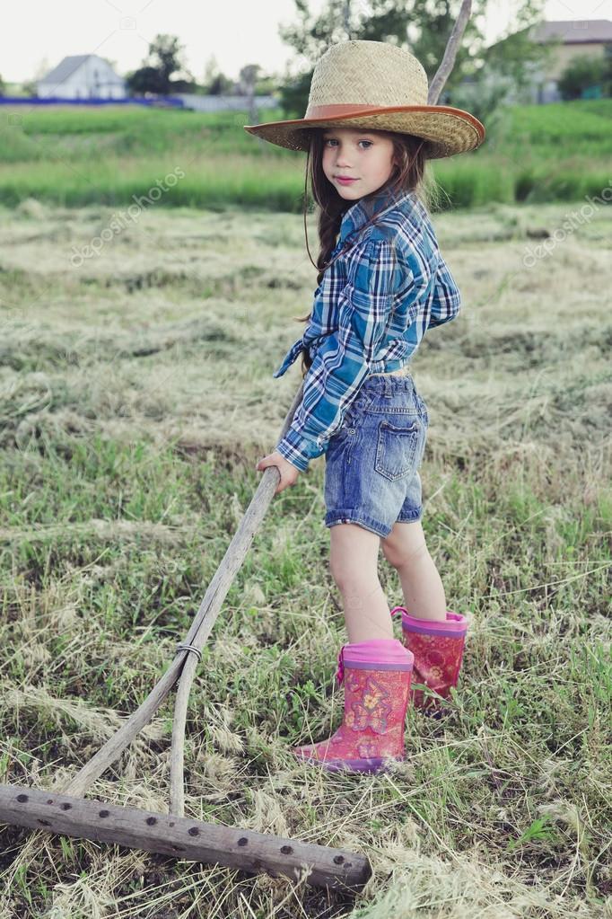 66bdf4f12 Retrato niña vaquero — Foto de stock © Alexshyripa  115086970