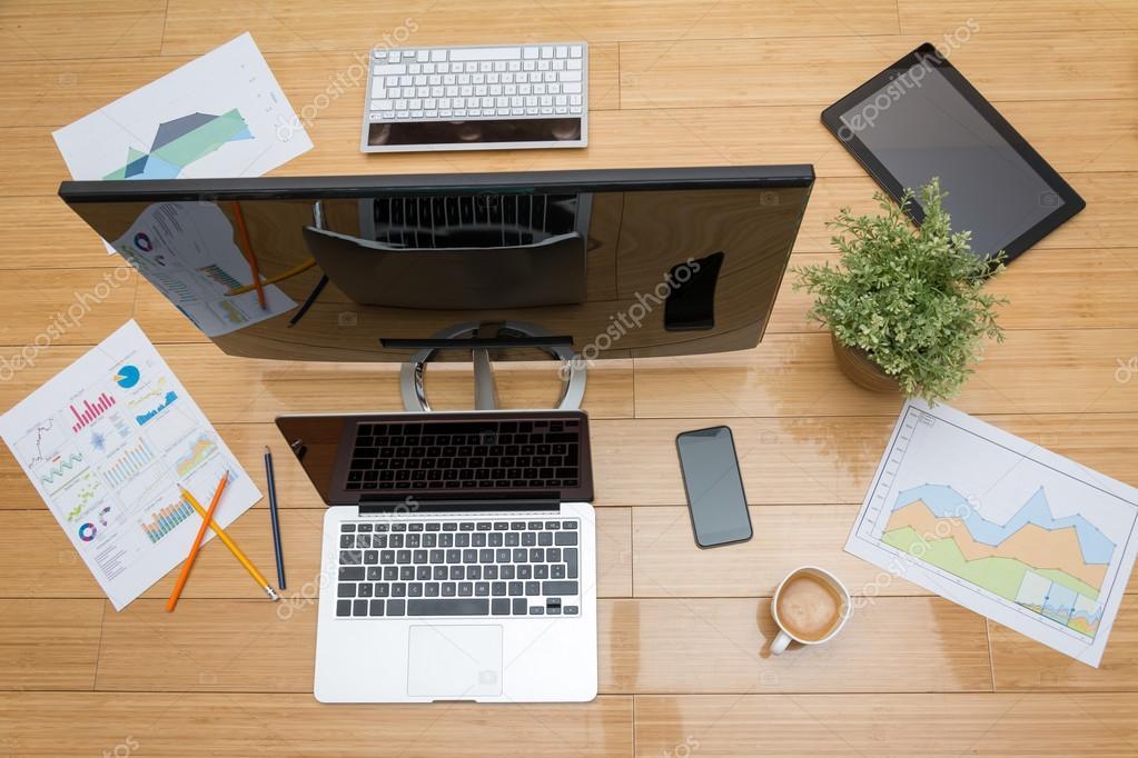 Scrivania Ufficio Organizzata : Scrivania da ufficio da sopra u foto stock gordand