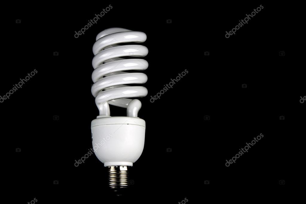 Lampade Globo A Basso Consumo : Lampada a basso consumo energetico su sfondo nero u foto stock