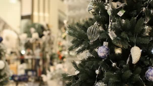Vánoční strom, obchodní centrum, vánoční ozdoby