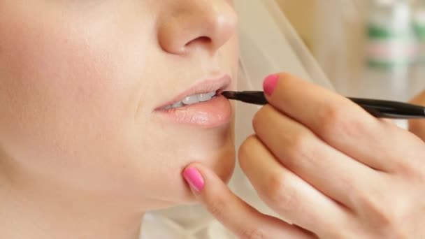 Rouging BrideS Lips
