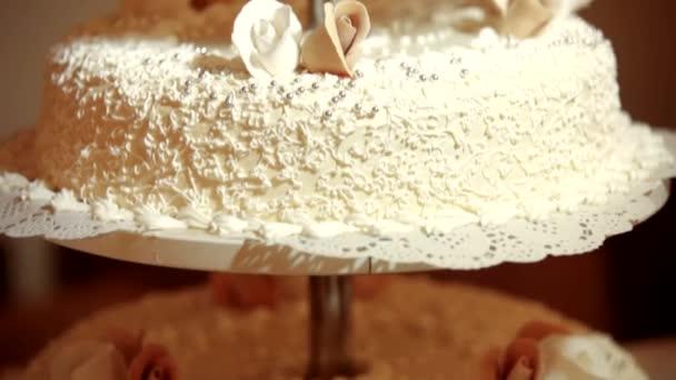 Svatební dort s panenkou